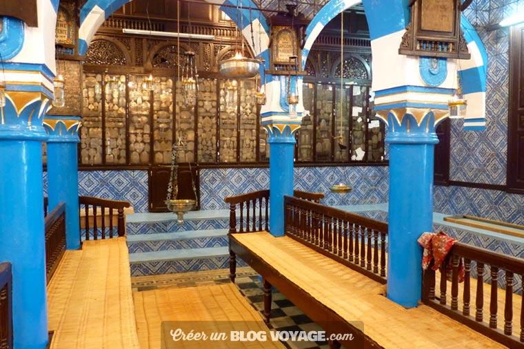 Distinguée de par son architecture typiquement djerbienne, la Synagogue de Ghriba est tout simplement d'une beauté sans pareille