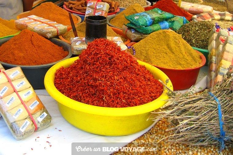 Voyage djerba : Le marché de Houmt Souk avec poissons et épices
