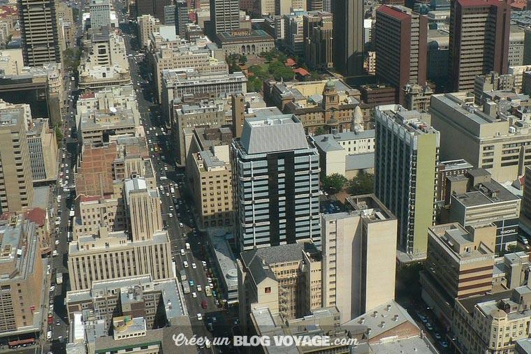 Johannesburg est une ville et métropole d'Afrique du Sud, fondée en 1886 au Transvaal. Elle est l'actuelle capitale de la province de Gauteng, la plus riche du pays. Elle est donc considérée comme la capitale économique de l'Afrique du Sud.