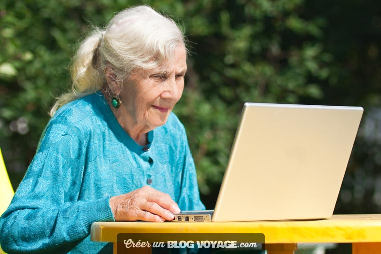 Les grands-parents sont ravis de pouvoir utiliser un service simple à prendre en main et sans risque, lorsqu'ils consultent les photos de leur famille.