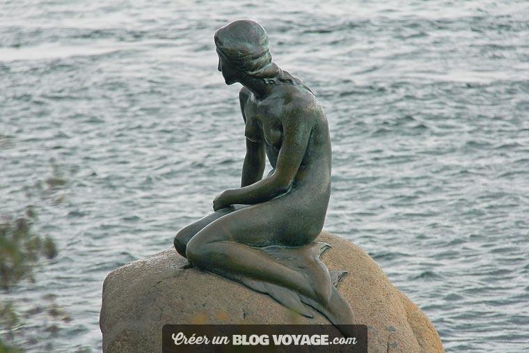 La Petite Sirène est une statue en bronze sur un rocher dans le port de Copenhague, dans le parc Churchill. Il s'agit d'une représentation du personnage du conte éponyme de Hans Christian Andersen