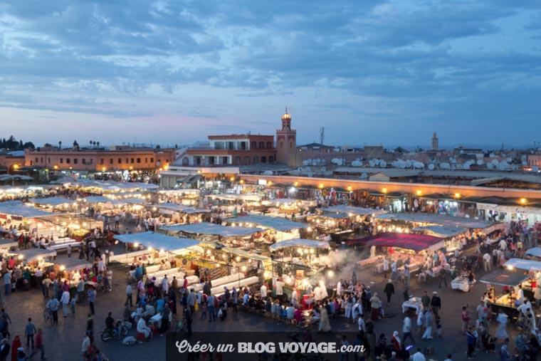 La place Jemaa el-Fna est une très célèbre place publique au sud-ouest de la médina de Marrakech au Maroc